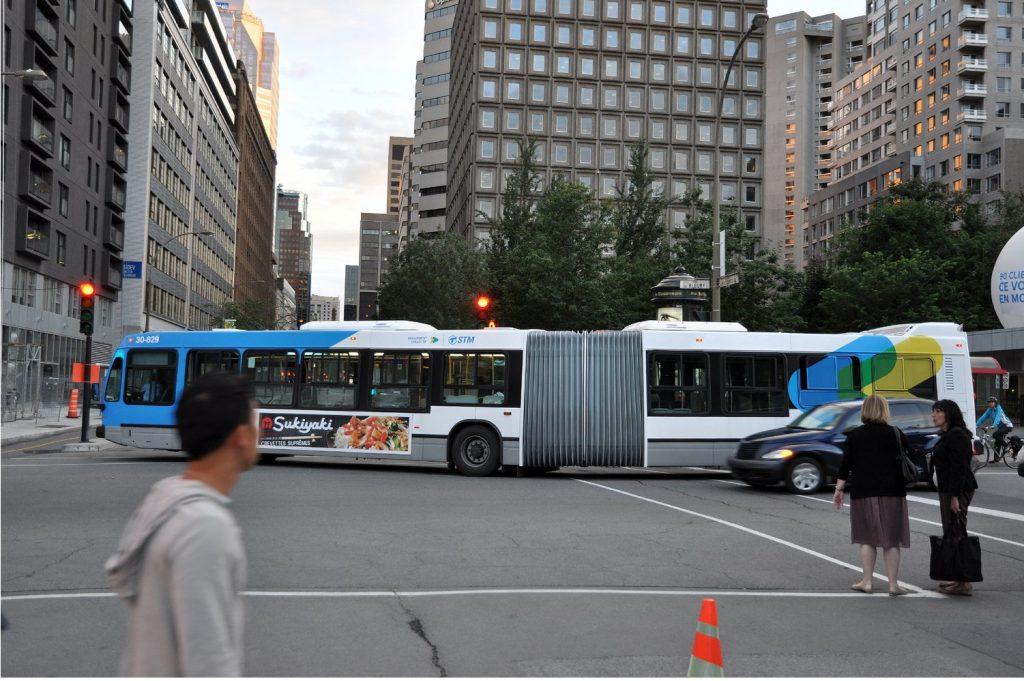 STM- Un autobus articulé à Montréal
